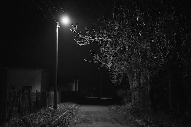 Einsame laterne in der nacht