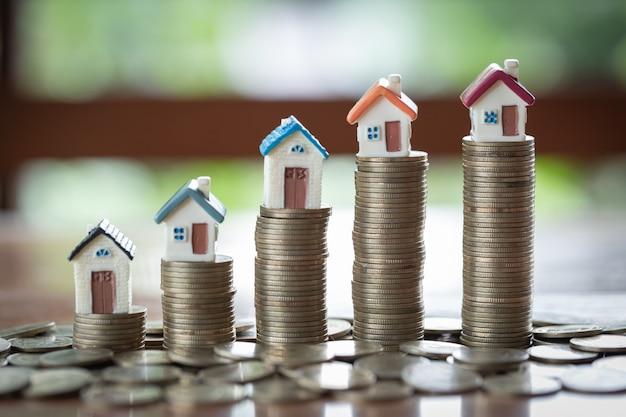 Einsparungsgeldkonzept, wachsendes geschäft, das konzept von finanzeinsparungen, zum eines hauses zu kaufen.