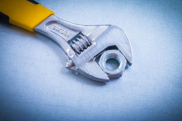 Einstellbarer schraubenschlüssel und gewindeschraubenmutter