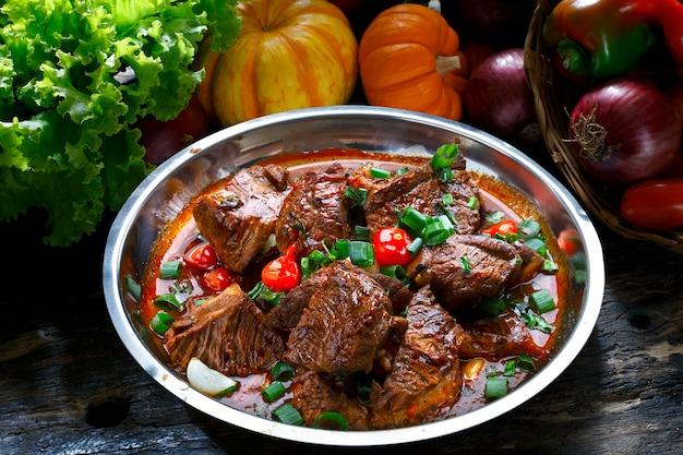 Eintopf gekochtes fleisch