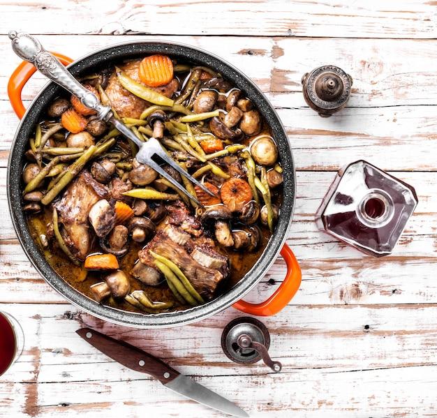 Eintopffleisch-rindfleisch bourguignon
