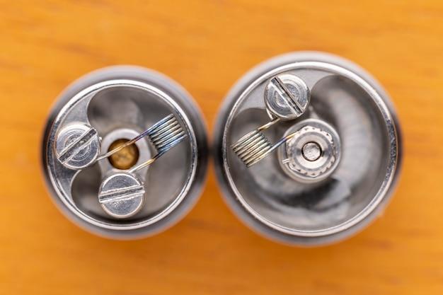 Einzelne mikrospule in einem wiederaufbaubaren high-end-tropfzerstäuber, dampfgerät