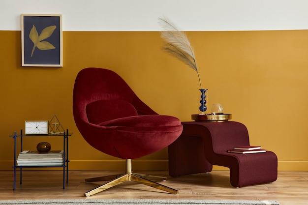 Einzigartiges wohnzimmer im modernen stil mit rahmen, rotem samtsessel, eleganten möbeln
