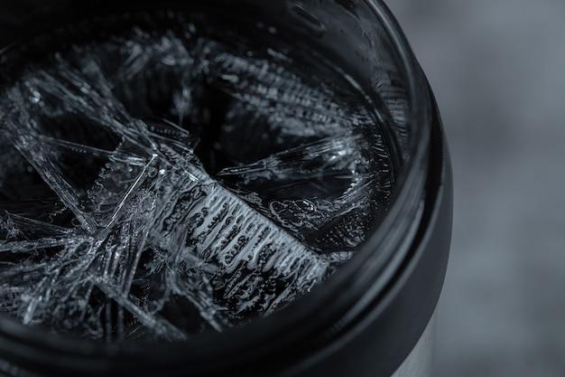 Eis auf der tasse, nahaufnahme