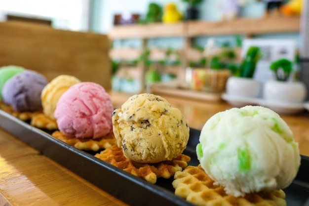 Eis mit verschiedenen geschmacksrichtungen