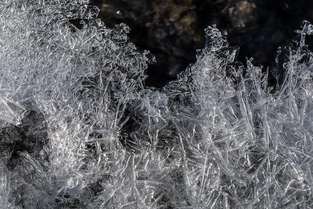 Eis textur. eisabschnitt mit blasen, sauerstoff in gefrorenem wasser.
