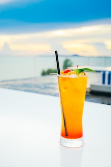 Eis trinkendes cocktailglas
