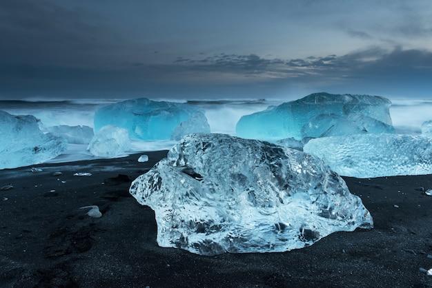 Eisberge am diamantstrand in island