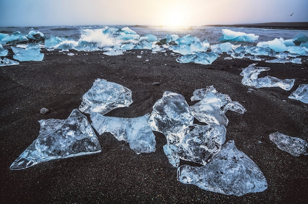 Eisberge am diamond beach in island.