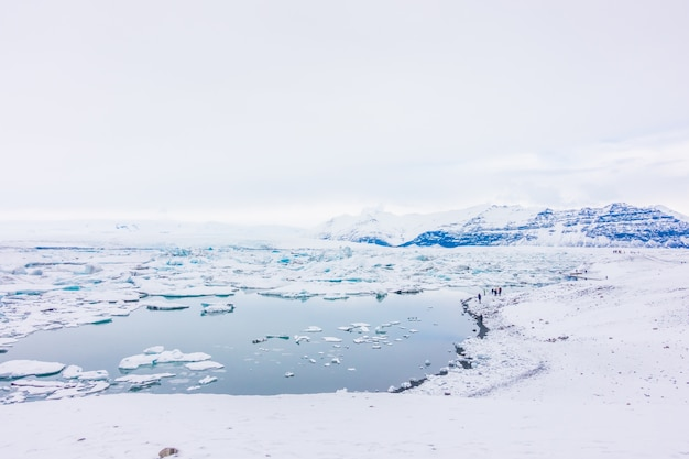 Eisberge in der gletscher-lagune, island.
