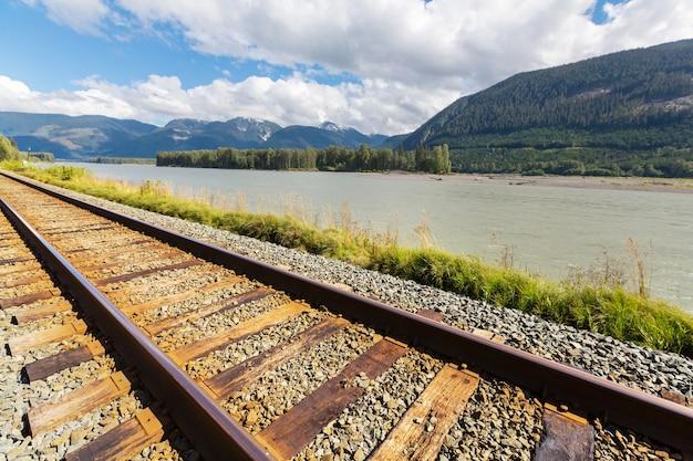 Eisenbahn in den kanadischen bergen