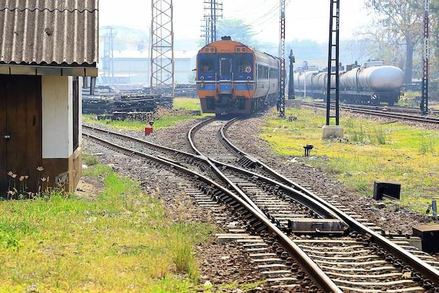 Eisenbahn in der provinz lampang, thailand.