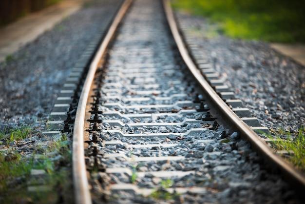 Eisenbahn mit sonnenlicht