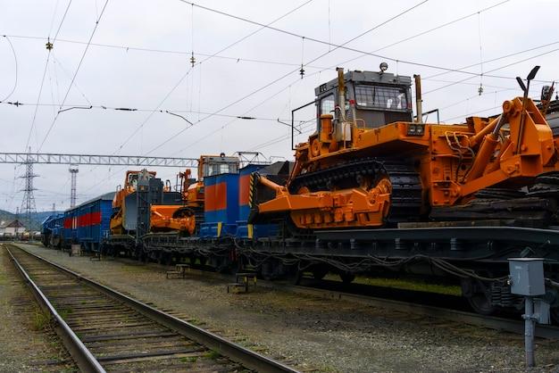 Eisenbahnkran im zug für unfallbergungsarbeiten