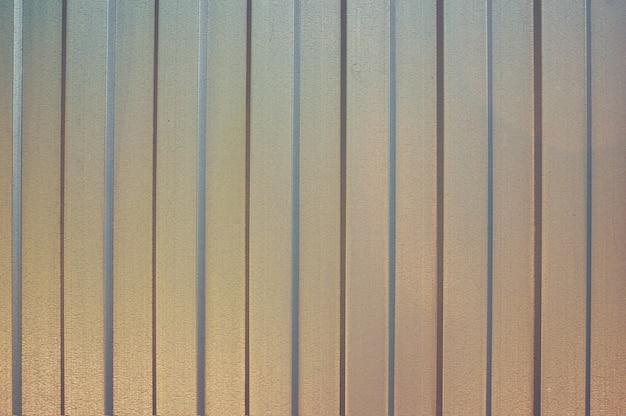 Eisenblech in einem vertikalen streifen