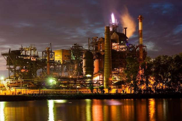 Eisengießerei bei nacht
