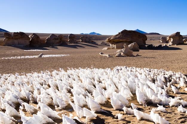 Eisformationen nach dem vorbild des windes aus bolivien. anden-hochebene
