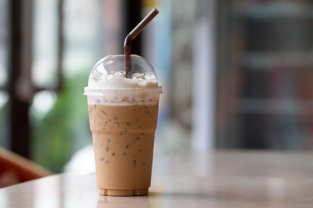 Eiskaffee mit milchshake, erfrischungsgetränke im sommer
