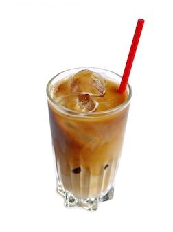 Eiskaffeegetränk im hohen glas