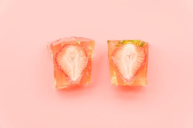 Eisstücke erdbeere