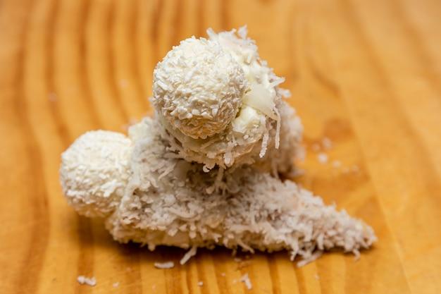 Eiswaffel gefüllt mit dulce de leche schokolade brigadeiro kokos