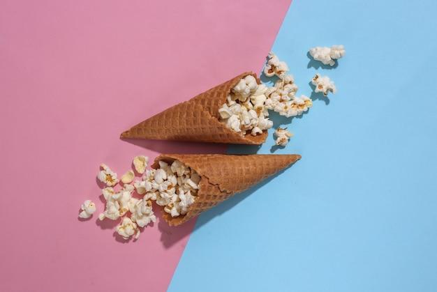 Eiswaffeln mit popcorn