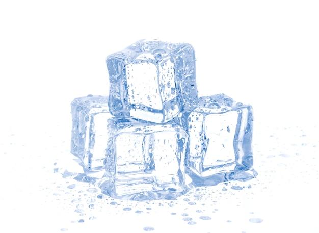 Eiswürfel getrennt auf weiß
