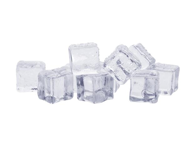 Eiswürfel isoliert auf weißem hintergrund
