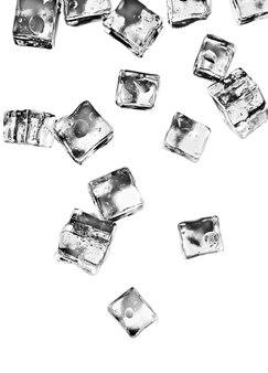 Eiswürfel-set isoliert auf weißem hintergrund