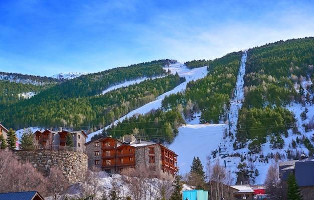 El tarter skidorf in andorra grandvalira