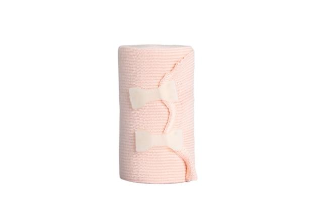 Elastische bandage behandelt muskelverstauchungen und -zerrungen, die den blutfluss reduzieren, bestimmte bereiche isolieren auf weißem hintergrund-clipping-pfad