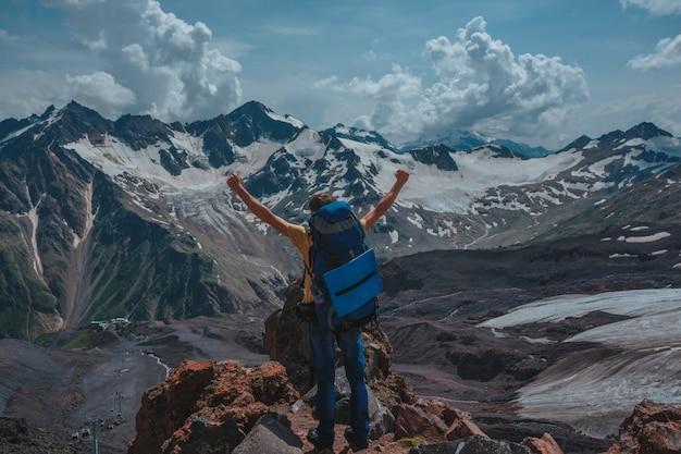 Elbrus, berge im sommer. größerer kaukasus vom elbrus