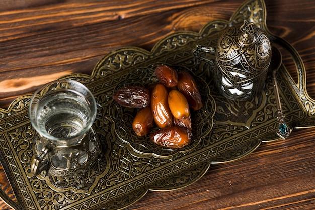 Elegante arabische nahrungsmittelzusammensetzung für ramadan