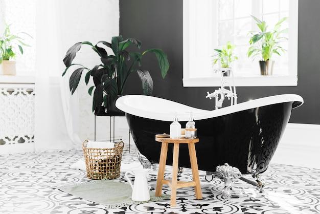 Elegante badewanne mit badelementen