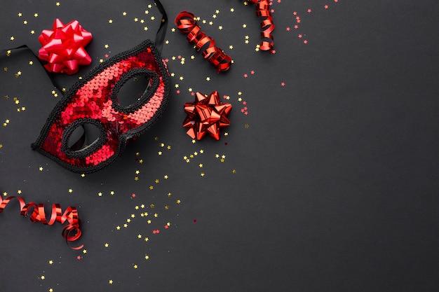 Elegante karnevalsmaske mit glitzer