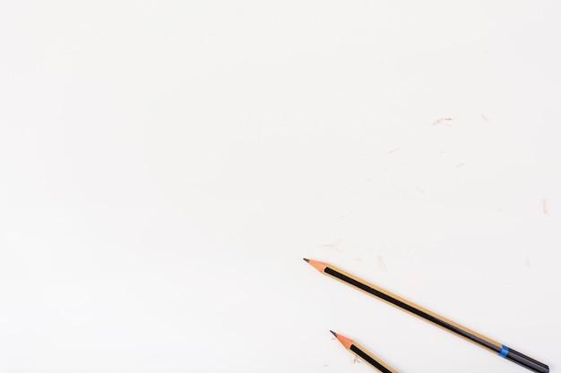 Elegante komposition mit hölzernen bleistiften