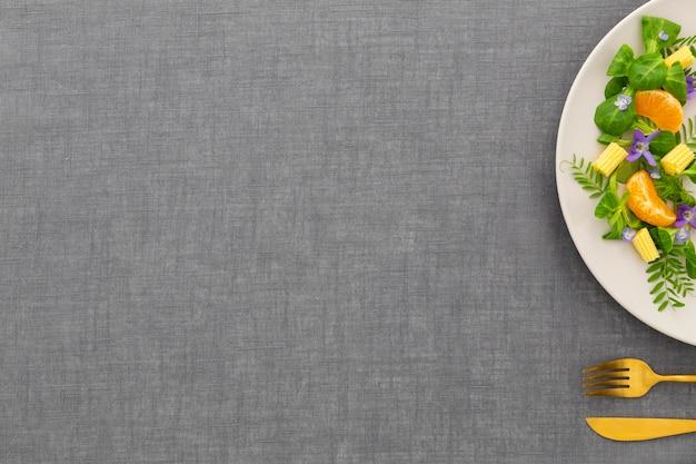 Elegante platte der draufsicht mit kopierraum
