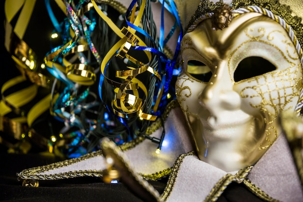 Elegante venezianische karnevalszusammensetzung