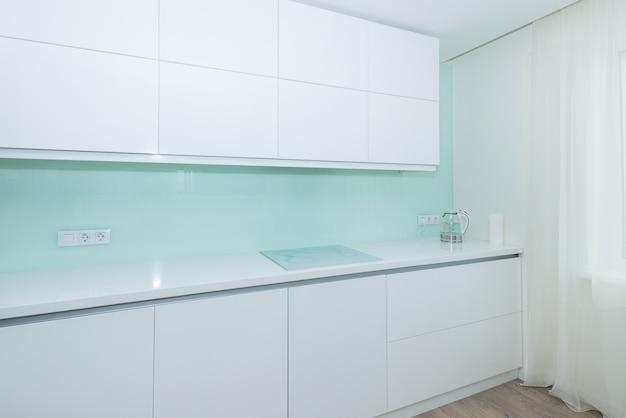 Elegante weiße küche. interieur-thema