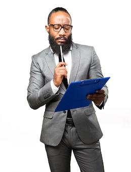Eleganter mann eine checkliste bewerten