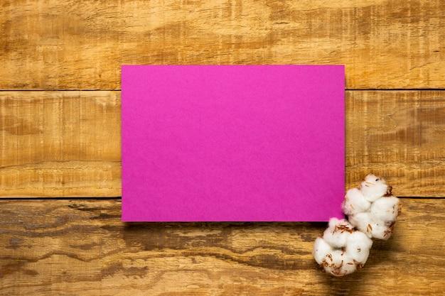 Eleganter rosa hochzeitseinladungsumschlag