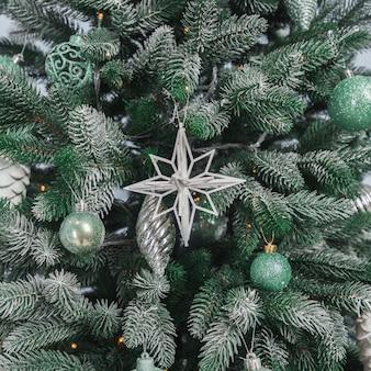 Eleganter weihnachtsbaum