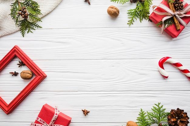 Eleganter weihnachtshintergrund mit raum in der mitte