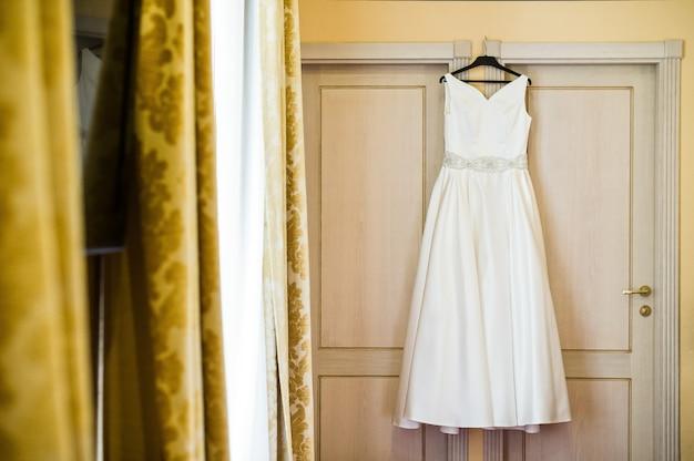 Elegantes hochzeitskleid der braut