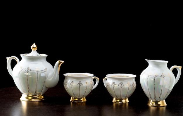 Elegantes weißes teeset