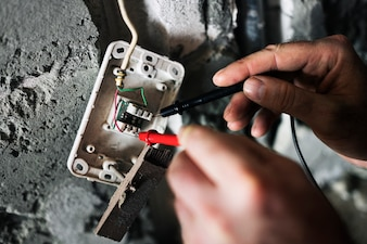 Elektriker arbeiten