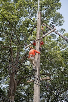 Elektriker reparieren draht
