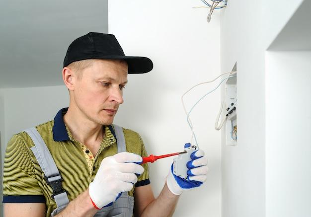 Elektrisch verbindet zeitschalter treppenlicht