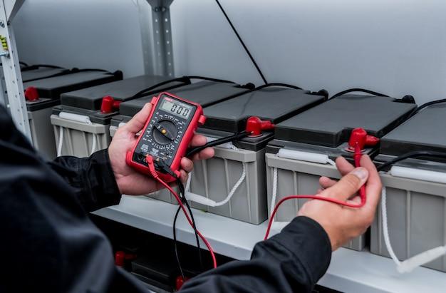 Elektrische messungen mit multimeter-tester