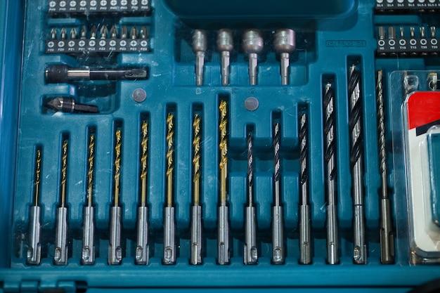 Elektrische reparaturwerkzeuge, bohrer und bohrer, bohrer gesetzt